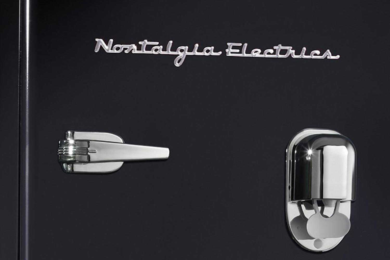 Nostalgia Electrics インテリア冷蔵庫 RRF300DNC